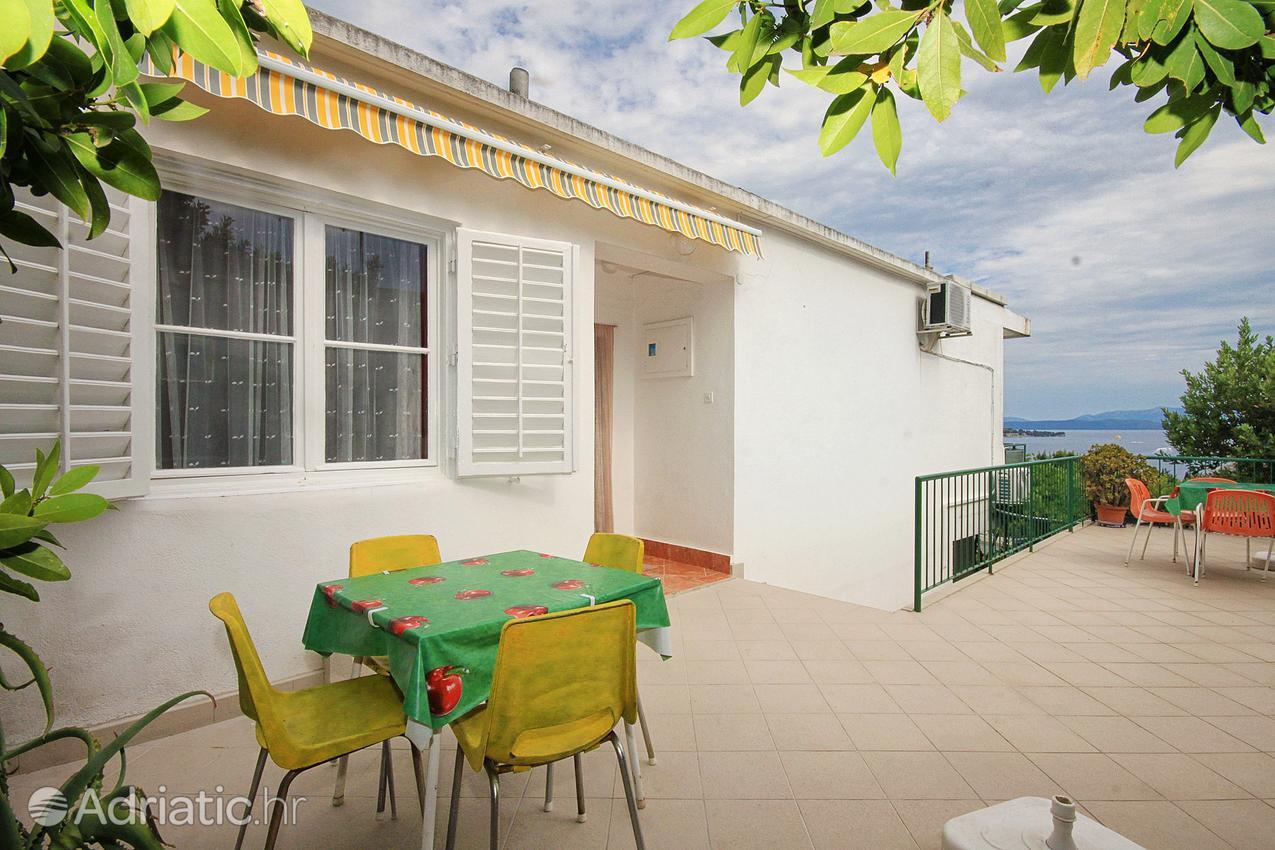 tucepi-room-terrace-3-l